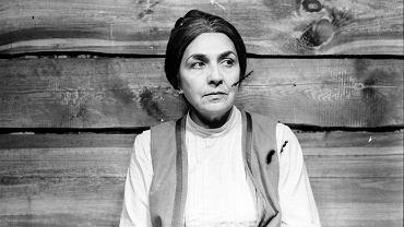 Parę lat spędziła w obozie, do Polski wróciła pieszo. Hanuszkiewicz zostawił ją dla Kucówny