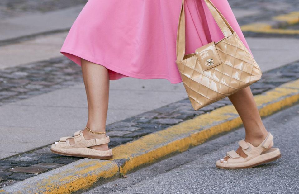 Wyprzedaż sandałów i klapek na naturalnych tworzywach!