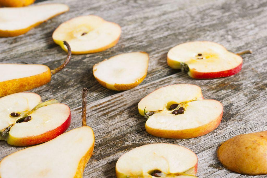 Jabłka i gruszki - owocowe perły jesieni. Zatrzymajmy ich smak na zimę