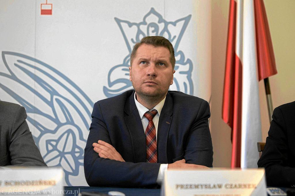 Ówczesny wojewoda, obecny minister edukacji w rządzie PiS Przemysław Czarnek podczas konferencji prasowej. Lublin, 24 października 2017