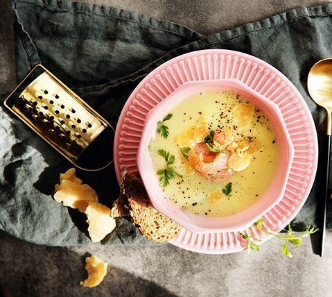 Zupa porowo- łososiowa z serem Bursztyn