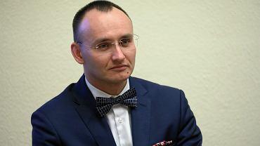 Kandydat na stanowisko Rzecznika Praw Dziecka Mikołaj Pawlak, dyrektor departamentu spraw rodzinnych i nieletnich w Ministerstwie Sprawiedliwości, podczas rozpatrywania jego kandydatury w Sejmie na stanowisko RPD, 21 listopada 2018.