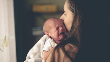 Ból brzucha u niemowlaka. Co może być przyczyną? Jak sobie z nim radzić? Zdjęcie ilustracyjne