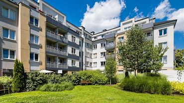 Na osiedlach w miastach coraz ważniejsze stają się tereny zielone. Na zdjęciu Osiedle Lokum di Trevi_na wrocławskiej ul. Klimasa