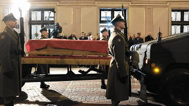 Trumna z ciałem Kornela Morawieckiego w Sejmie