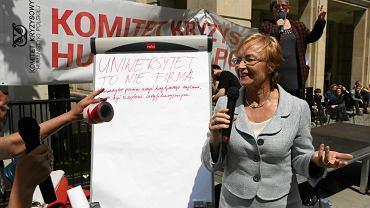 Symboliczna blokada Ministerstwa Nauki zorganizowana we wtorek przez Komitet Kryzysowy Humanistyki Polskiej. Do protestujących wyszła minister Lena Kolarska-Bobińska
