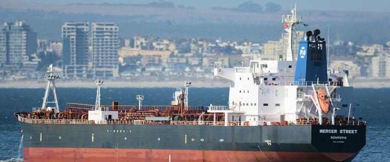 """""""Rój dronów"""" zaatakował tankowiec. Nie żyją marynarze, z Wlk. Brytanii i Rumunii"""