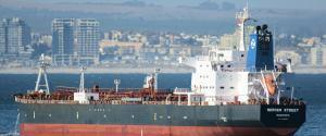 """""""Rój dronów"""" zaatakował tankowiec. Nie żyją dwaj marynarze, z Wielkiej Brytanii i Rumunii"""