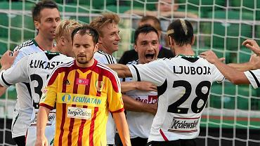 Piłkarze Legii cieszą się z gola  w meczu z Koroną