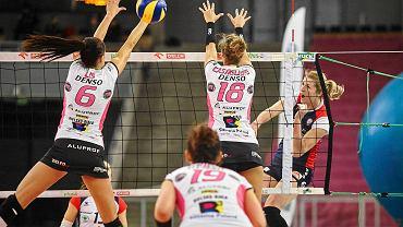 Blokują Małgorzata Lis (6) i Yael Castiglione (18)