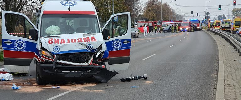 """Kierowca """"covidowej"""" karetki odpowie za spowodowanie śmiertelnego wypadku"""