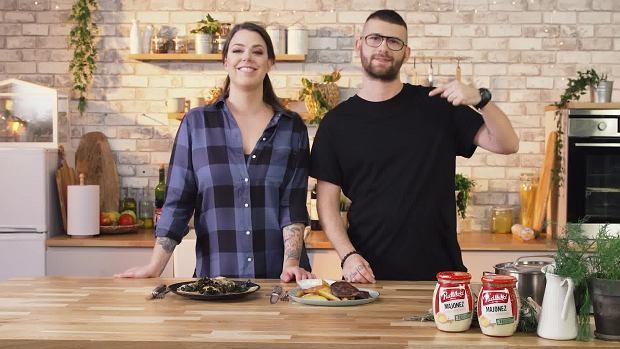 Pojedynek dań - wegetariański podpłomyk z grzybami od Adriany vs. stek z ziemniakami Tomasza