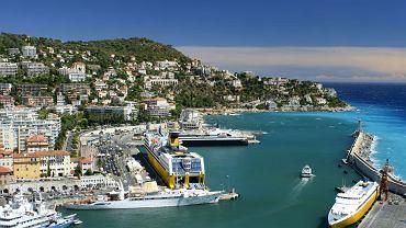 Nicea. Jedno z największych miast Lazurowego Wybrzeża we Francji, działa w nim kilka portów morskich: handlowy, pasażerski i rybacki. Z Nicei bez problemu można przepłynąć na Korsykę.