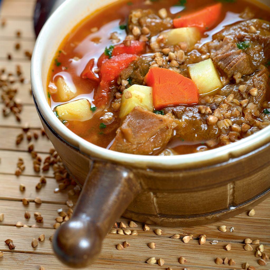 Zupa gulaszowa z kaszą gryczaną