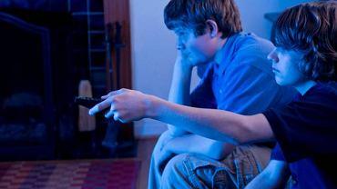 Długie godziny spędzone przed telewizorem mogą poważnie uszkodzić wzrok dziecka