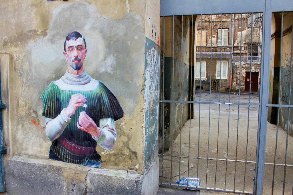 Francuski artysta Julien de Casabianca, który zmienił praskie ulice w galerię sztuki, jedena z prac na ulicy Stalowej. / MATERIAŁY PRASOWE