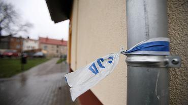 Bolesławiec. Nie żyje kobieta i jej dziecko. Ciało 3,5-letniego chłopca zostało wyrzucone przez okno