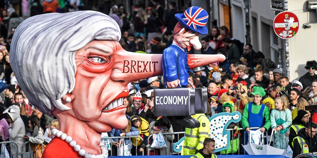 Tradycyjna parada karnawałowa w Duesseldorfie w Niemczech, podobizna pani premier Theresy May. 4 marca 2019