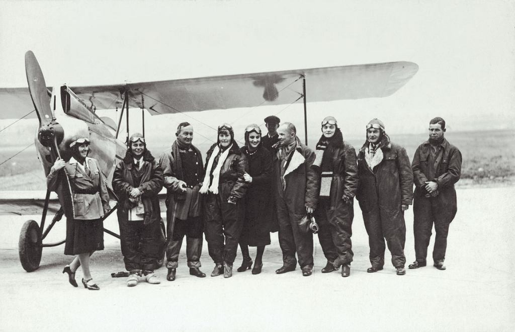 Polskie pilotki i piloci (fot. Narodowe Archiwum Cyfrowe)