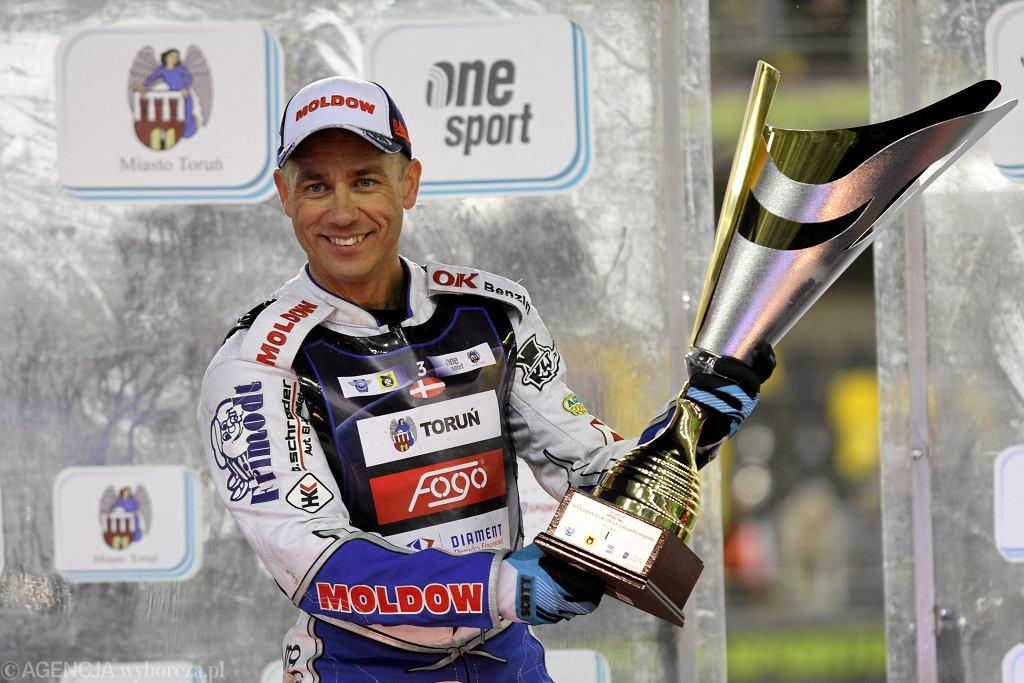 Nicki Pedersen na podium Indywidualnych Mistrzostw Europy w żużlu (Speedway European Championships) w 2015 roku