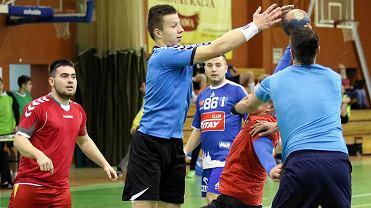 Michał Olejniczak (drugi z lewej) podczas świątecznego turnieju piłki ręcznej w Gorzowie