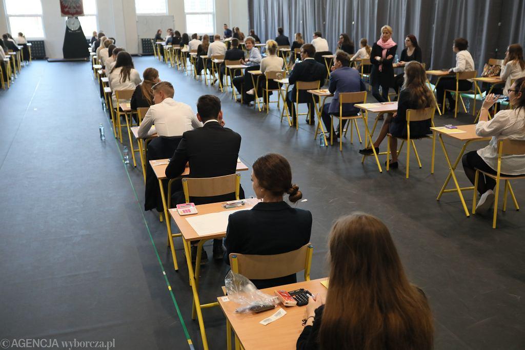 Drugi dzień matur w IV Liceum Ogólnokształcącym w Piasecznie. Egzamin z matematyki, 07.05.2019