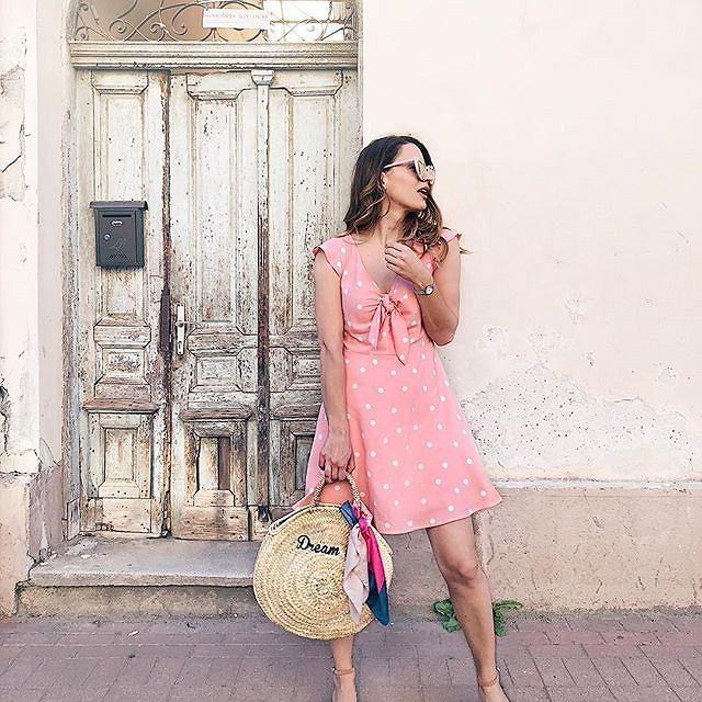 Dziewczęca sukienka idealna na wakacje