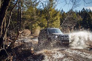 Nowy Land Rover Defender - wyciekły pierwsze zdjęcia. Terenowa legenda zagra w filmie