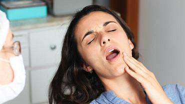 Brak zęba powoduje nie tylko wady zgryzu. Przez braki zębowe może boleć nas głowa, ucho czy skroń