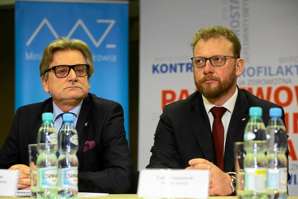 Główny inspektor sanitarny Jarosław Pinkas (z lewej) i minister zdrowia Łukasz Szumowski podczas konferencji prasowej, 4 listopada 2018 r.