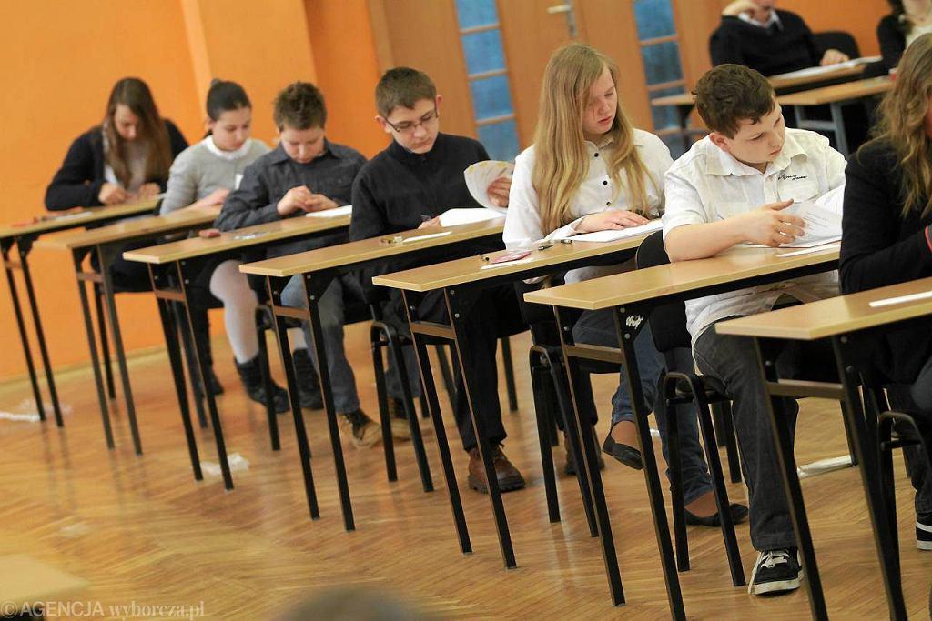 Uczniowie piszą sprawdzian szóstoklasisty