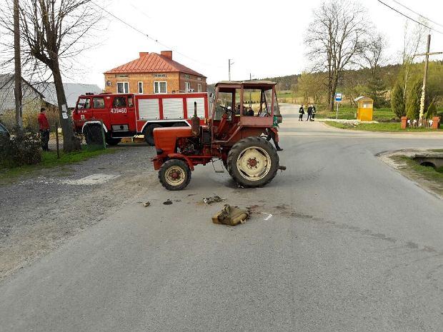 Pościg za pijanym traktorzystą. Próbował zepchnąć z drogi radiowóz [ZDJĘCIA]