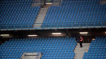 Puste trybuny na stadionie Lecha Poznań