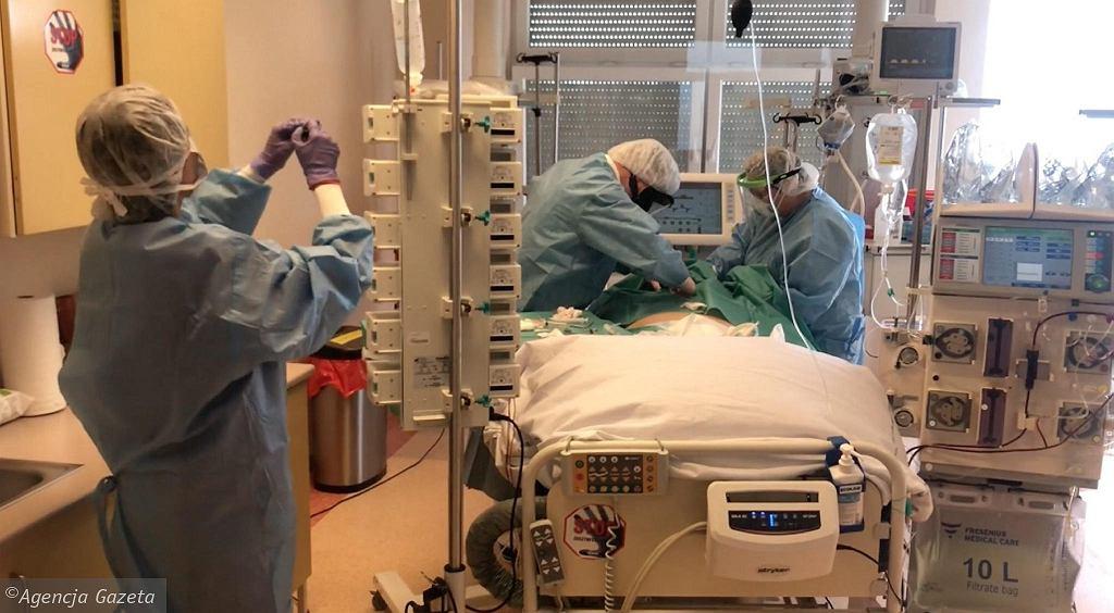 OIOM w szpitalu jednoimiennym przy ul. Arkońskiej w Szczecinie, który przyjmuje zakażonych koronawirusem