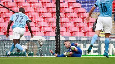 Niespodzianka na Wembley! Lider Premier League oddał tylko trzy celne strzały i odpadł!