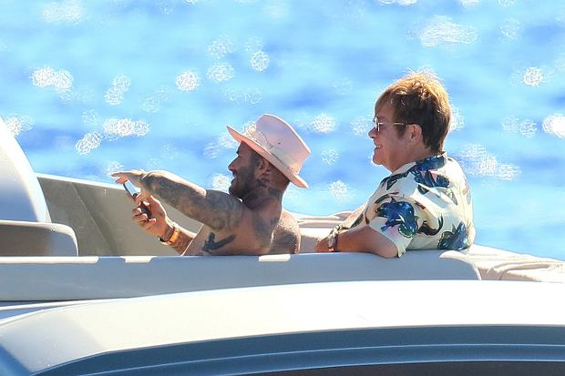 EXCLUSIF David and Victoria Beckham and their kids having fun aboard Elton Johns yacht with David furnish and their kids. EXCLUSIVE  Elton John;David Beckham