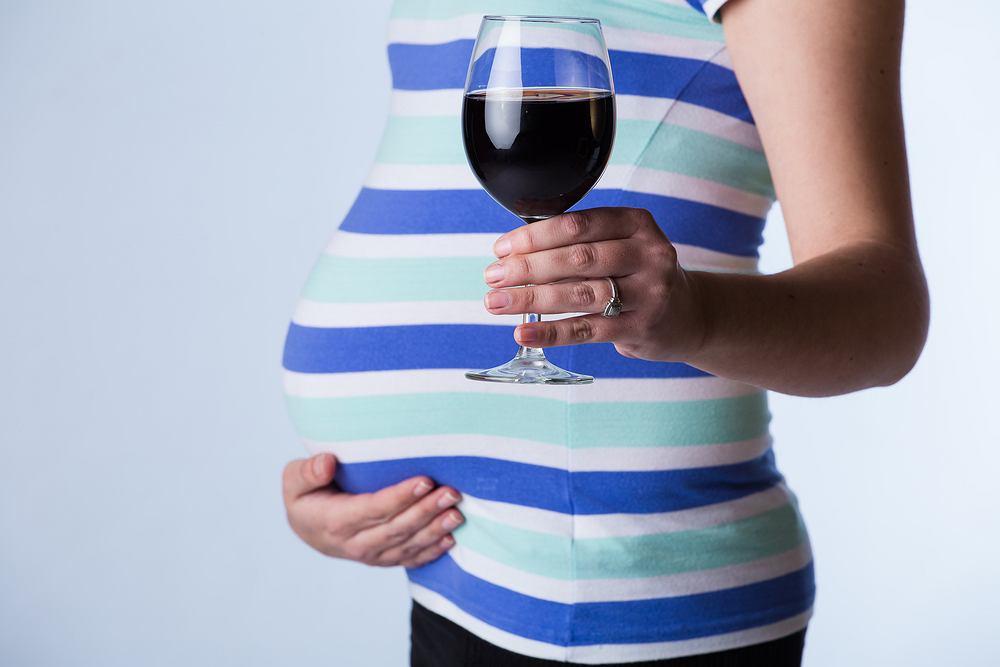 Zespół FAS (Fetal Alcohol Syndrome), czyli Alkoholowy Zespół Płodowy, to wady wrodzone występujących na skutek spożywania przez matkę alkoholu.
