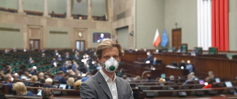 Fundusz Odbudowy. Sterczewski jako jedyny z KO poparł ratyfikację. Teraz wyjaśnia