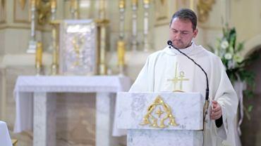 Ksiądz Piotr zachwycił występem tysiące internautów