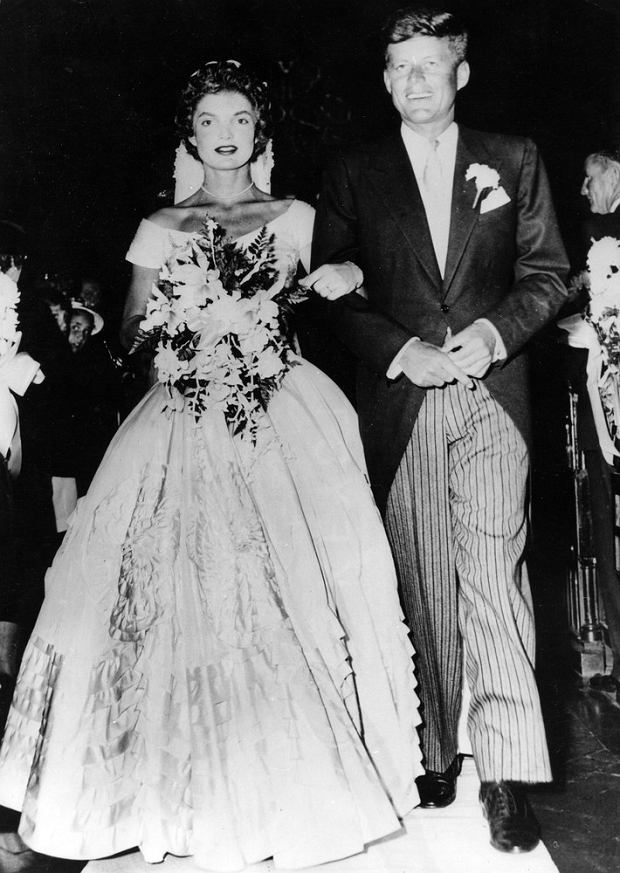 Sep 12, 1953 - Newport, Rhode Island, USA - Wedding of Jacqueline LEE BOUVIER und John F. KENNEDY. Born into a rich, politically connected Boston family JOHN F. KENNEDY was the youngest person elected U.S. President and the first Roman Catholic to serve in that office. For many observers, his presidency came to represent the ascendance of youthful idealism in the aftermath of World War II. The promise of this energetic and telegenic leader was not to be fulfilled, as he was assassinated near the end of his third year in office. His shocking death stood at the forefront of a period of political and social instability in the country and the world.  (Credit Image: ? KEYSTONE Pictures USA)/ eyevine
