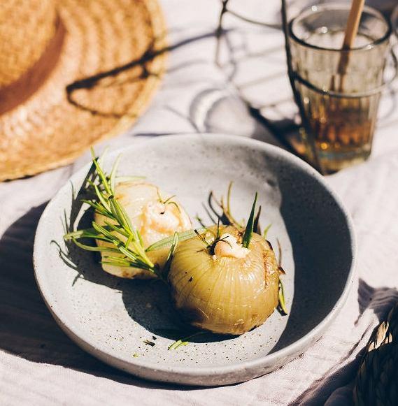 Pieczone cebule znadzieniem serowo-śmietanowym