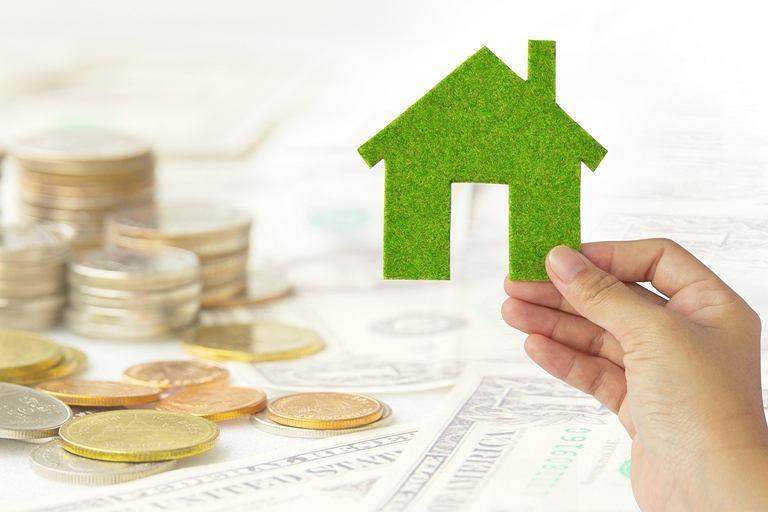 Eksploatacja domów energooszczędnych jest stosunkowo tania, lecz ich budowa wymaga często większych nakładów finansowych.