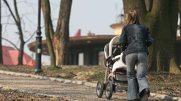 Nowy ład - ulga na dzieci. Rodzice krytycznie o świadczeniu: Będzie masowa produkcja dzieci dla pieniędzy. Kiepski pomysł