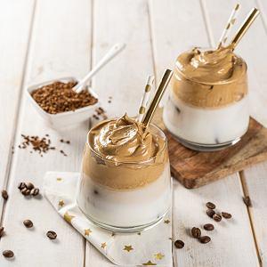 Dalgona Coffee. Przepis na deserową kawę, która podbiła internet