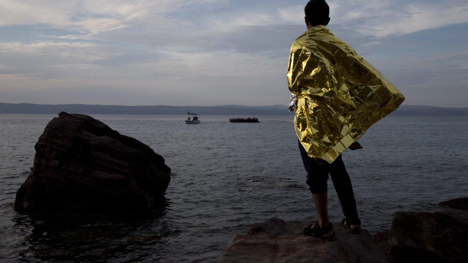 Uchodźcy na łodziach docierają do wybrzeży Europy