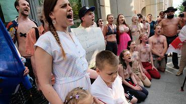 Krzyk dla Białorusi w Warszawie. Chętnych do głośnego protestu przeciwko reżimowi przybywa