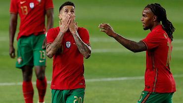 Joao Cancelo (L) podczas meczu towarzyskiego Portugalii.