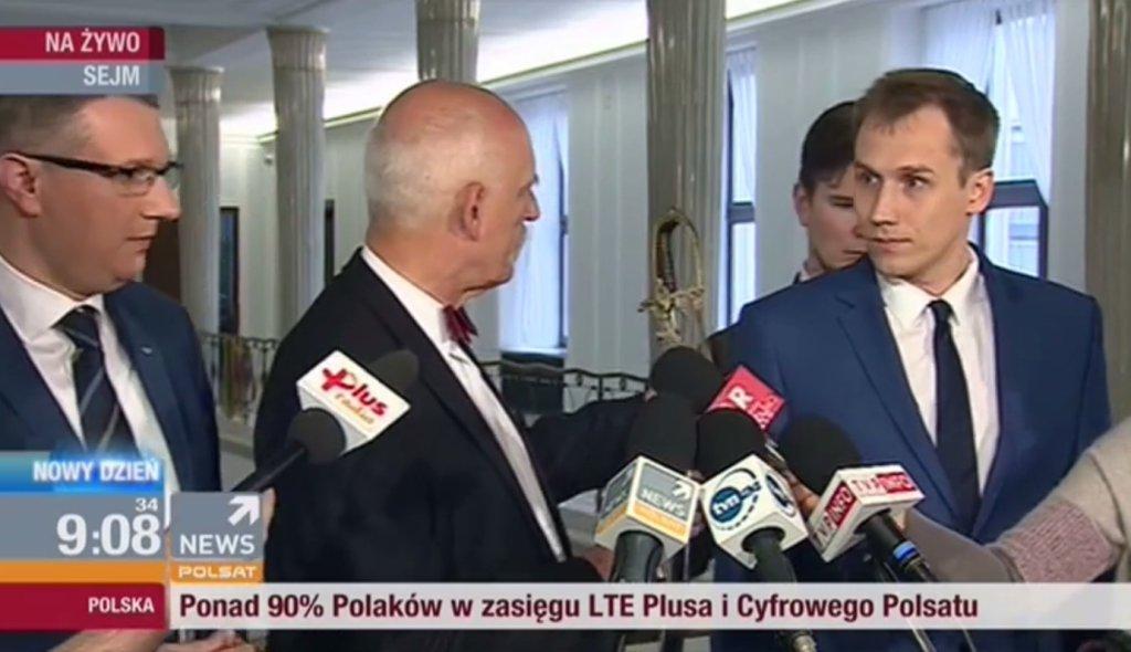 Janusz Korwin-Mikke podczas konferencji w Sejmie