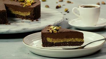 Tarta czekoladowa z musem pistacjowym z matcha FIT