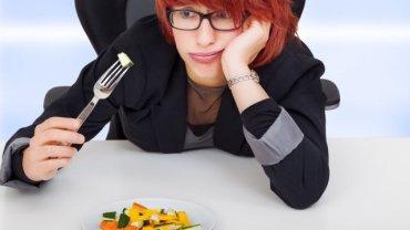 """""""Nadwaga, a szczególnie otyłość, są dzisiaj uważane za choroby o złożonym podłożu i nie mają nic wspólnego z brakiem silnej woli"""" - uważa Lidia Trawińska, dietetyk."""